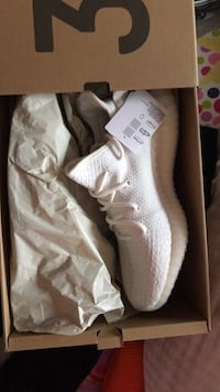 pair of white Adidas NMD shoes with box Toronto, M1X