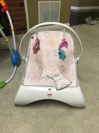Baby's white and gray vibrating chair Annandale, 22003