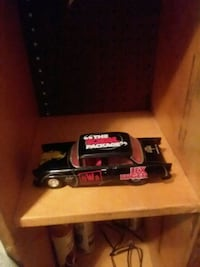 black and red die-cast car Madison, 25130