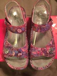 pair of pink-and-brown leather sandals Brandon, 39042
