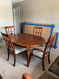 Dining Table & Chairs  Spruce Grove, T7X 0S4