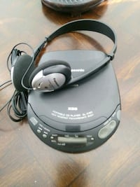 Panasonic CD Walkman with Headphones
