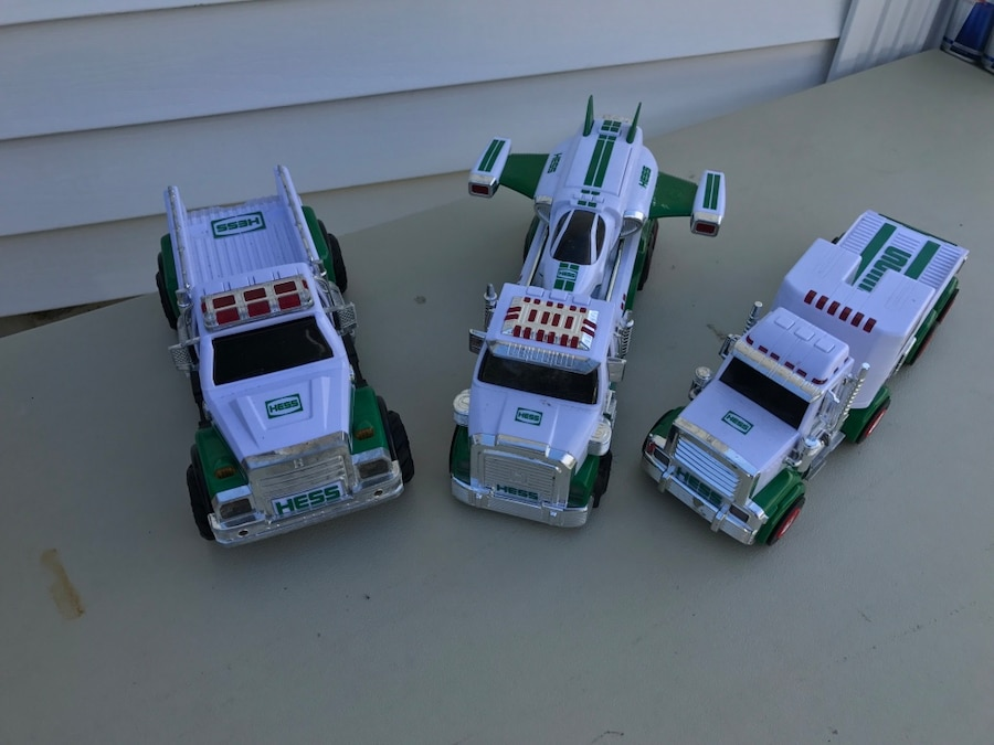 hess truck with helicopter with White And Green Hess Toy Helicopter 70260407 35b1 4dbe 9aff 824e8fc7acc3 on Fichier kdo duro m2 m1 o  2xm2    schweizer armee   steel parade 2006 together with White And Green Hess Toy Helicopter 70260407 35b1 4dbe 9aff 824e8fc7acc3 in addition Story moreover 1960s Jimson Shell Tanker 64 Hess Tanker Style also 7023897 Hess Cars And Trucks.