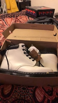 Dr. Martens, White boots, W9, M8 San Diego, 92115