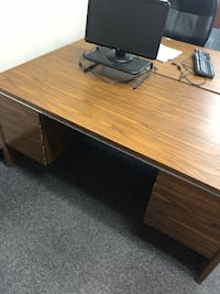 Used Desk Lewis Center