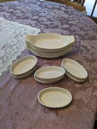 Assorted small baking dishes Freehold, 07728
