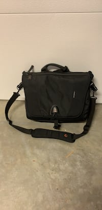 Vanguard Uprise 38 laptop camera bag North Vancouver