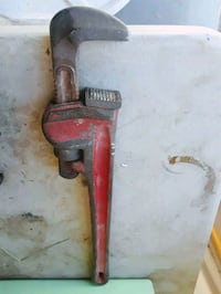Straight pipe wrench