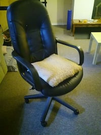 black and blue rolling armchair