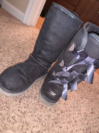 Gray Women's Uggs size 8 Summerville, 29485