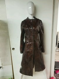 black and brown long-sleeved dress Vancouver, V6P 6R4