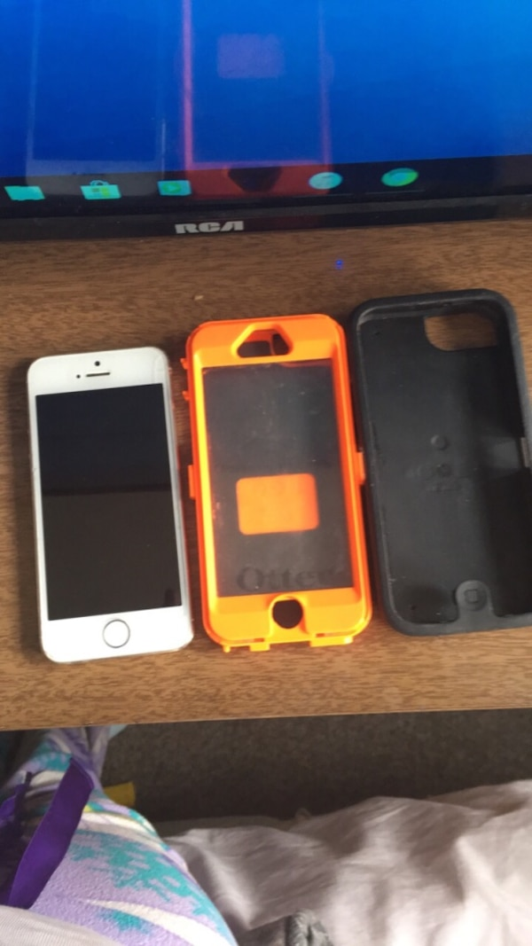 iPhone 5SE and outter box