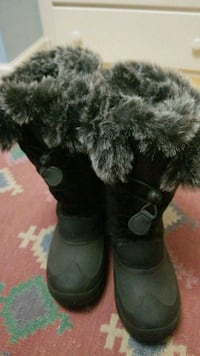 Never been worn plush winter boots size 7 Gaithersburg, 20882