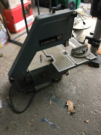 "Delta 10"" Bandsaw w new blade, working great  Mississauga, L5J 4C3"