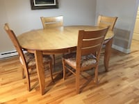 Round brown wooden table with four chairs dining set Saint-Jean-sur-Richelieu, J2W 2G6