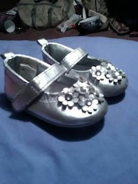girl's gray leather floral Mary Jane shoes Roswell