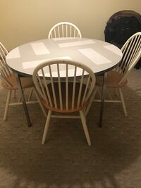 Kitchen Table and 4 chairs Pasadena, 21122