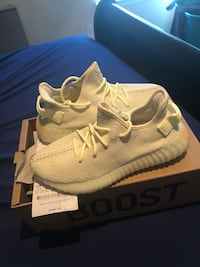 pair of white Adidas Yeezy Boost 350 with box Houston, 77032