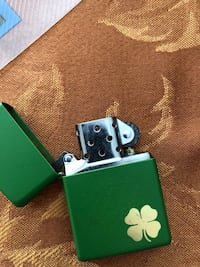 Green and gold zippo lighter Norwalk, 90650