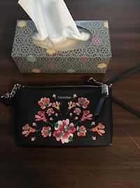 black and pink floral leather wristlet Oshawa, L1G 6C7