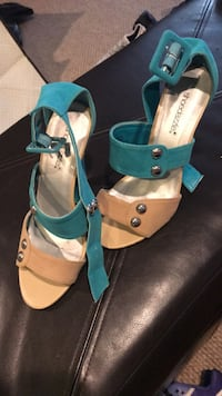 Pair of teal-and-brown leather Heels Size 7 Tenafly, 07670