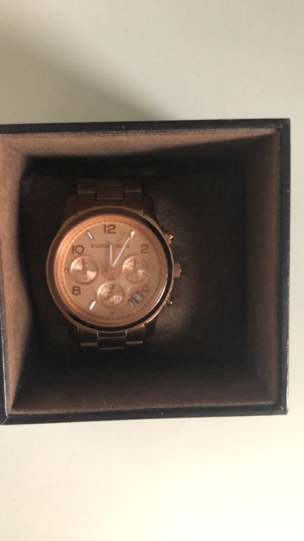 Michael kors rose gold watch with extra links. This watch was well loved with a little wear on the back. Paid $350