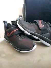 pair of black-and-red Nike basketball shoes Oshawa, L1G 1Y6