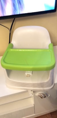 baby's green and white high chair Toronto, M6M