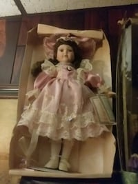 porcelain doll in pink dress Charleroi, 15022