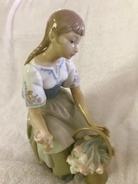 "Lladro girl with flowers. Mint condition. Approximately 9"" x 5"". Vintage. Rare Poquoson, 23662"