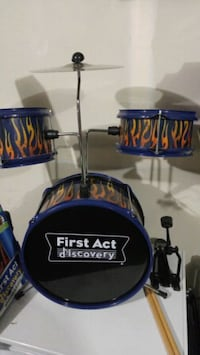 First act toy drumset