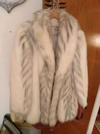 white and brown fur coat Chesterfield, 63017