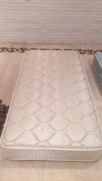 white and gray floral mattress 大瀑布, 22066