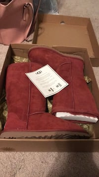 Pair of maroon ugg sheepskin boots with box Alexandria, 22314