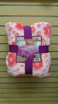 Queen Blanket. Pink/Red & White (new) Salt Lake City, 84117
