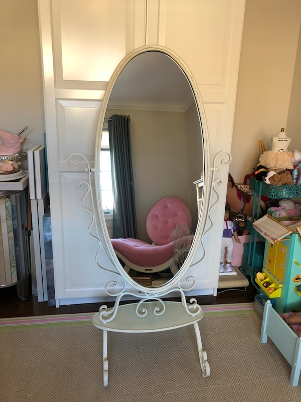 Elegant stand up vintage iron mirror  977c8abe-bed3-454b-916a-9bc7b953e46a