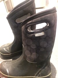 Size two bogs. Perfect condition  London, N6G