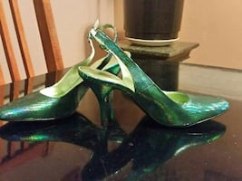 Ladies emerald green pumps size 7