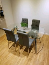 Dinning set (table and four chairs) Mississauga, L4Y 3A1