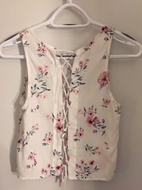 white and pink floral scoop-neck sleeveless top Toronto, M5S 0A7