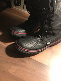 Pair of black leather boots Surrey, V4N