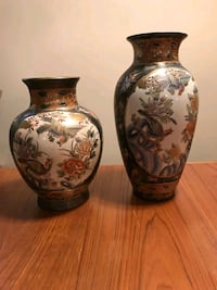 two floral ceramic vases Mississauga, L4T 2T9