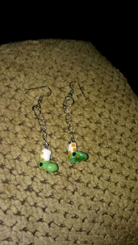 pair of green-and-white earrings Greeneville, 37743