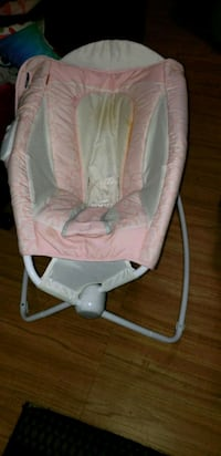baby's white and pink bouncer Frederick, 21701