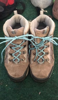 size 8.5 womens hiking/snow boots