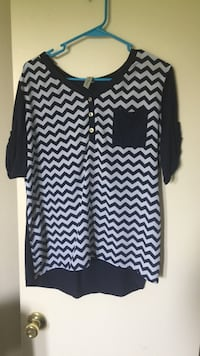 black and white chevron short sleeve blouse with chest pocket Woodbury, 37190