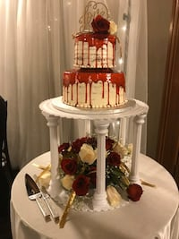 Wedding cake stand, fits much larger cake then shown on pictures. Mississauga, L4X 1H1