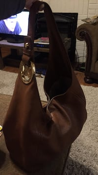 women's brown leather shoulder bag null
