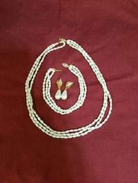 Fresh water pearl necklace and bracelet  1959 km
