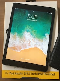iPad 5th gen 32gb almost new  Centreville, 20121